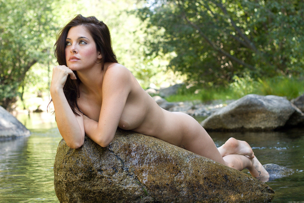 naked-chubby-playful-priscilla-nude